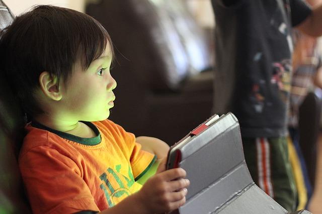dítě na internetu.jpg