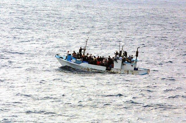 migranti na lodi.jpg