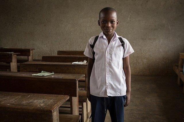 škola v chudobnej krajine