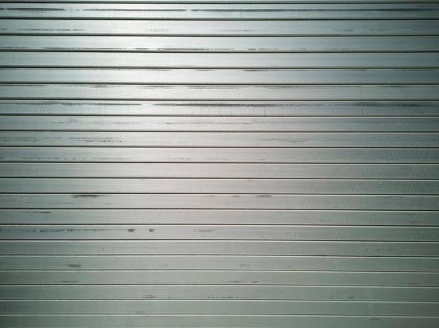 hliníkové pozadie